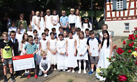 Kommunionkinder aus Hochheim und ihre Familien sammeln Geld für Kohki e.V.