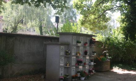 Neue Urnenstelen auf Krifteler Friedhof – Die alten werden erhalten