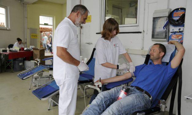 """<span class=""""entry-title-primary"""">""""So viele Menschen wie möglich müssen Blut spenden""""</span> <span class=""""entry-subtitle"""">Endspurt der Bodenheimer DRK-Aktion 700 Spenden </span>"""