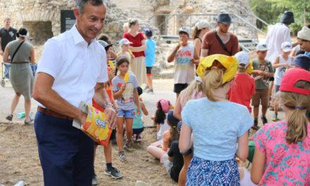 Abkühlung für Ferienspielkinder vom Oberbürgermeister