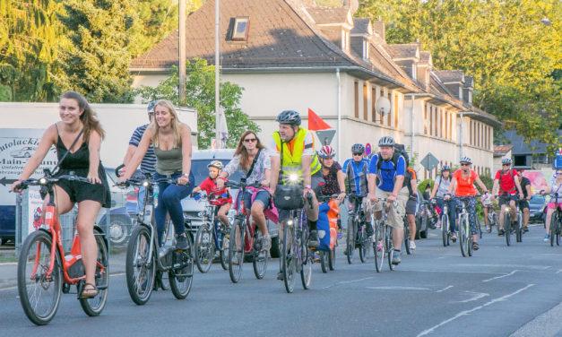 """<span class=""""entry-title-primary"""">Mitmachkreis auf dem Fahrrad</span> <span class=""""entry-subtitle"""">Rund 300 Teilnehmer bei MTK-Tour zugunsten der Main-Taunus-Stiftung</span>"""