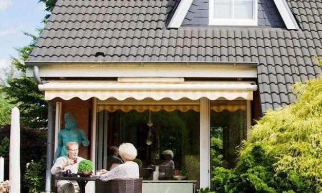 """<span class=""""entry-title-primary"""">Mit """"warmer Hand"""" schenken</span> <span class=""""entry-subtitle"""">Senioren können das Geld aus ihrer Immobilie zu Lebzeiten mit der Familie teilen</span>"""