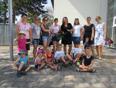 """Elternbeirat der Kita """"Die Altrheinstromer"""" spendet Fahrzeuge für Kinder"""