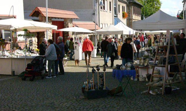 """<span class=""""entry-title-primary"""">Töpfermarkt in Flörsheim</span> <span class=""""entry-subtitle"""">Am Samstag, den 15. und Sonntag, den 16. September</span>"""