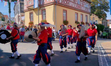 """<span class=""""entry-title-primary"""">Wenn der Ortsbürgermeister den Verkehr regelt</span> <span class=""""entry-subtitle"""">Kerb in Bodenheim</span>"""