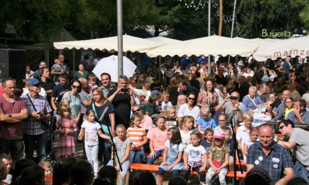 """<span class=""""entry-title-primary"""">KERB – Im Laubenheimer Park</span> <span class=""""entry-subtitle"""">Party - Park präsentiert populäre Programmvielfalt</span>"""