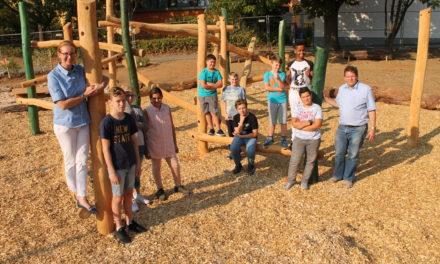 Bürgerstiftung: Spende für Neugestaltung von Schulhof