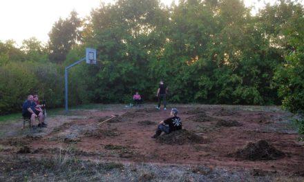 Basketballplatz ohne Unkraut
