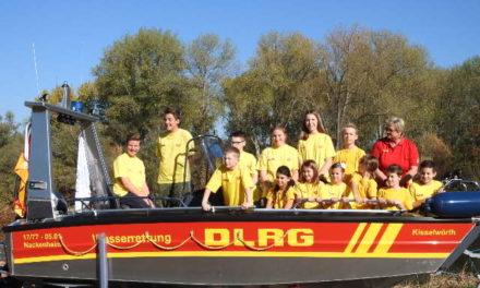 """<span class=""""entry-title-primary"""">DLRG-Jugend spendete Taschengeld für erste Tankfüllung</span> <span class=""""entry-subtitle"""">Die Bootsweihe der neuen Kisselwörth</span>"""