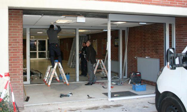 Die Schwarzbachhalle bekommt eine neue Eingangstür