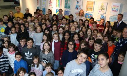 300 Schülerinnen und Schüler gestalten den Rathaus-Adventskalender