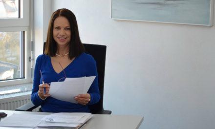 """<span class=""""entry-title-primary"""">""""Unternehmen des Jahres 2019""""</span> <span class=""""entry-subtitle"""">Interviewmit Angela Schneider-Braun, Leiterin des Büros für Wirtschaftsförderung und Kreisentwicklung</span>"""