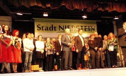 """<span class=""""entry-title-primary"""">Neujahrsempfang der Stadt Nierstein</span> <span class=""""entry-subtitle"""">Stadtbürgermeister Günther ehrt viele Bürger</span>"""
