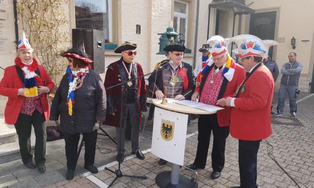 """<span class=""""entry-title-primary"""">Angeklagt: Niersteiner Stadtbürgermeister Thomas Günther</span> <span class=""""entry-subtitle"""">Niersteiner Narren stürmen erfolgreich das Rathaus</span>"""