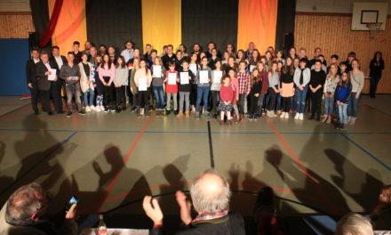 Rund 100 Sportlerinnen und Sportler bei Vereinsrevue geehrt