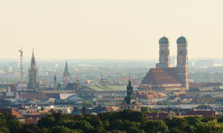 """<span class=""""entry-title-primary"""">München ist immer eine Reise wert</span> <span class=""""entry-subtitle"""">… und übernachten kann man am besten im Hotel Freisinger Hof direkt am Englischen Garten</span>"""
