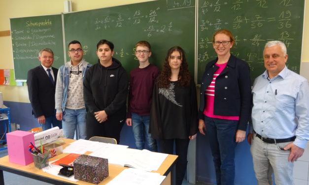 """Lernferiencamp: Mathe und Englisch für """"bestmöglichen Abschluss"""" lernen"""