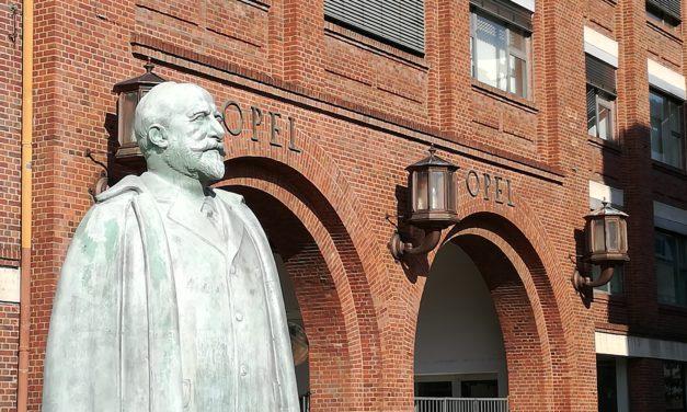 Feier zum 182. Geburtstag von Adam Opel
