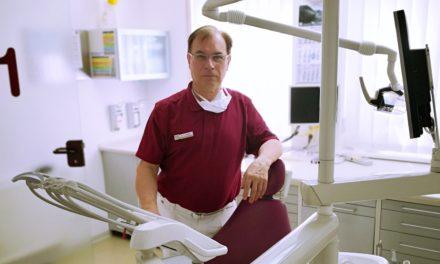 """<span class=""""entry-title-primary"""">Modernste Zahnheilkunde zum Wohle der Patienten</span> <span class=""""entry-subtitle"""">In der Praxis von Dr. Höffler erhalten die Patienten umfassende Beratung und Behandlung</span>"""