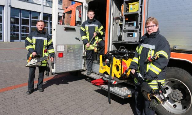"""<span class=""""entry-title-primary"""">Immer in Aktion</span> <span class=""""entry-subtitle"""">Auszubildende bei der Feuerwehr berichten</span>"""