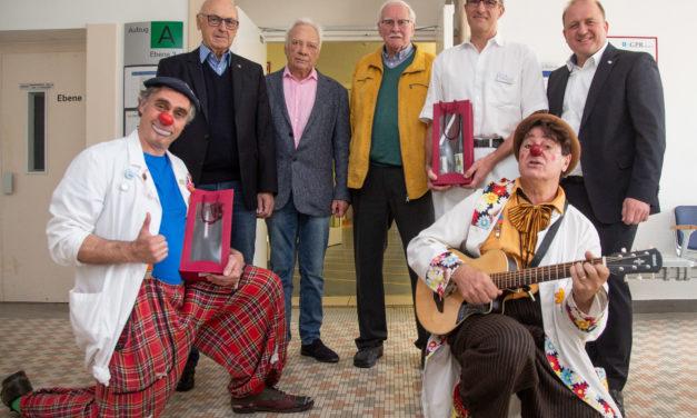 """<span class=""""entry-title-primary"""">Winzerfreunde Rüsselsheim spenden 1.000 Euro</span> <span class=""""entry-subtitle"""">Die Spende geht an den Förderverein der Klinik für Kinder- und Jugendmedizin und die Clown Doktoren</span>"""