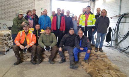 Wasserwehr: Ehrenamtliche üben die Deichverstärkung