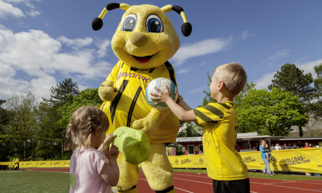 """<span class=""""entry-title-primary"""">Fußballturnier in Rüsselsheim: Noch sind Anmeldungen zum BVB Family Cup möglich</span> <span class=""""entry-subtitle"""">Maskottchen Emma wird die Teams anfeuern</span>"""