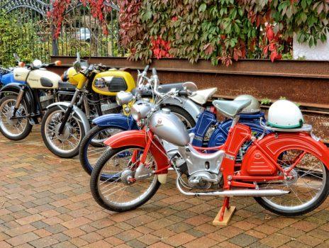 Über 100 historische motorisierte Fahrzeuge der Baujahre 1928 – 1988 in Bodenheim