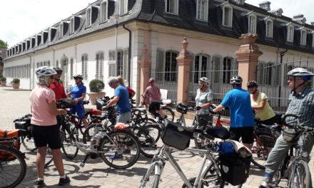 Skiclub Rüsselsheim radelt zum Rokoko-Schloss Braunshardt und besichtigt ein bislang unbekanntes Juwel
