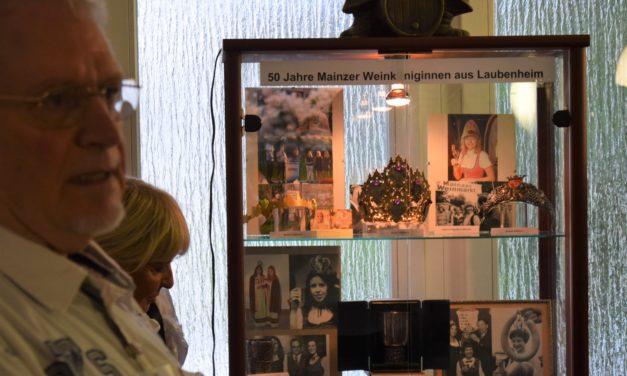 """<span class=""""entry-title-primary"""">50 Jahre Mainzer Weinköniginnen aus Laubenheim</span> <span class=""""entry-subtitle"""">Sonderausstellung im kleinen Museum verlängert</span>"""