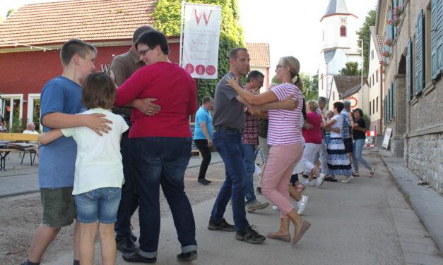 """<span class=""""entry-title-primary"""">Tanz auf dem Asphalt</span> <span class=""""entry-subtitle"""">Mitten auf der Baustelle der L 425 in Harxheim lädt der Harxheimer Heimat- und Verkehrsverein ein. </span>"""