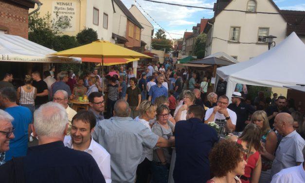 """<span class=""""entry-title-primary"""">Weinfest in Lörzweiler festlich eröffnet</span> <span class=""""entry-subtitle"""">Weinquiz 2019 lädt zum Probieren der Weine ein</span>"""