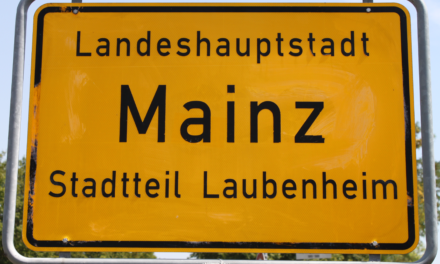 "<span class=""entry-title-primary"">Feiert Laubenheim?</span> <span class=""entry-subtitle"">Bürgerfest zum Anlaß ""50 Jahre Eingemeindung"" am 17. August</span>"