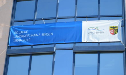 """<span class=""""entry-title-primary"""">50 Jahre Landkreis Mainz-Bingen</span> <span class=""""entry-subtitle"""">Tolle Stimmung und viele Gäste beim Bürgerfest der Kreisverwaltung – Kurzweilige Akademische Feier </span>"""