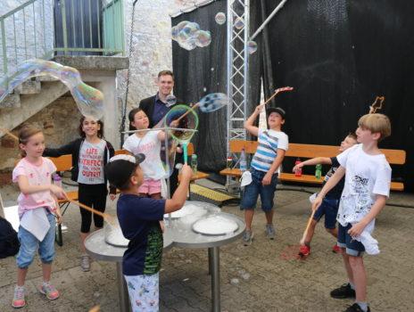 Neue Mitmachausstellung zu Seifenblasen