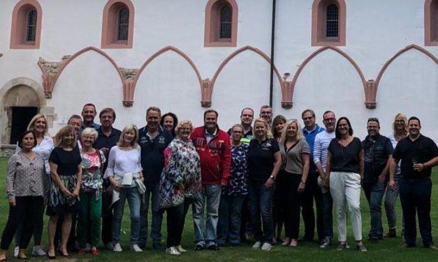 """<span class=""""entry-title-primary"""">Schlenderweinprobe im Kloster Eberbach</span> <span class=""""entry-subtitle"""">""""Große Rat"""" vom KCV auf Event-Tour</span>"""