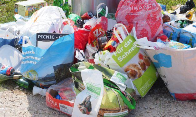 Fremde laden illegal Müll an Gemeinschaftsunterkunft für Geflüchtete ab