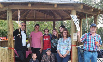 Einweihung des Massenheimer Holzpavillons