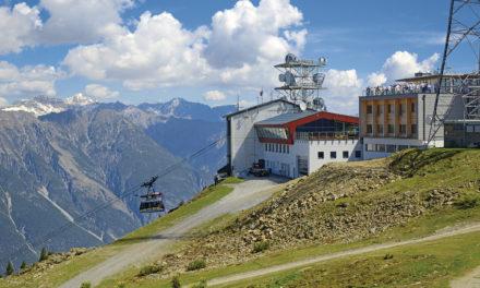 """<span class=""""entry-title-primary"""">Übernachten auf 2212 m Höhe</span> <span class=""""entry-subtitle"""">Die Venet Gipfelhütte in Tirol</span>"""
