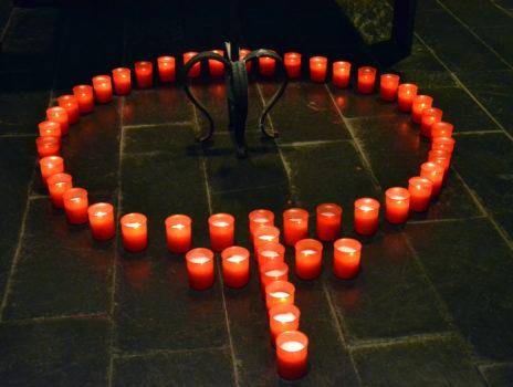 Meditative Gedenkandacht mit 48 Kerzen
