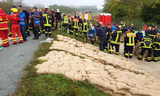 Wasserwehr und Feuerwehr engagierten sich bei kreisweiter Hochwasserübung