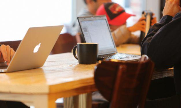 """<span class=""""entry-title-primary"""">Cafe InterNETT – der neue Treffpunkt für alle Fragen rund ums Internet</span> <span class=""""entry-subtitle"""">Die Eröffnung stieß bei den Hochheimer Bürgerinnen und Bürgern auf reges Interesse </span>"""