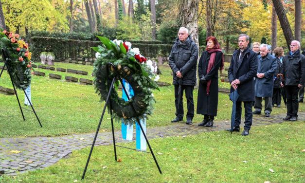 Volkstrauertag: Stadt Rüsselsheim gedenkt der Opfer von Kriegen und Gewalt