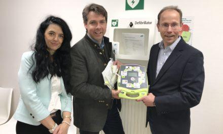 Stadt installiert Defibrillatoren, die im Notfall Leben retten