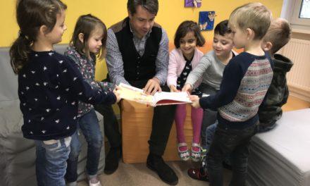 Kita-Kinder sind im Lesefieber