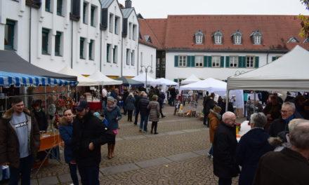 """<span class=""""entry-title-primary"""">Weihnachts-Deko, Geschenke und deftiges Essen</span> <span class=""""entry-subtitle"""">Der CDU-Martinsmarkt lockte wieder zahlreiche Besucher an</span>"""