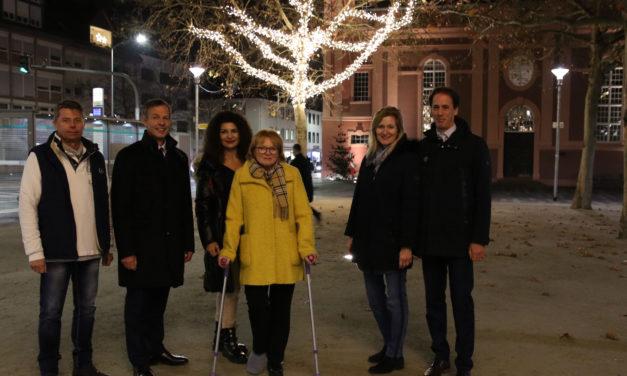 Rüsselsheimer Innenstadt erstrahlt mit neuer Weihnachtsbeleuchtung