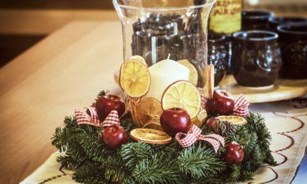 Weihnachtliche Kerzendekoration gestalten