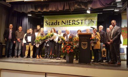 """<span class=""""entry-title-primary"""">Neujahrsempfang der Stadt Nierstein stößt auf große Resonanz</span> <span class=""""entry-subtitle"""">Mehr als 200 Bürgerinnen und Bürger stießen mit Stadtbürgermeister Jochen Schmitt auf das neue Jahr an</span>"""