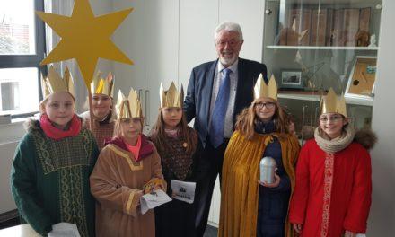 Sternsinger besuchten Ginsheimer Rathaus